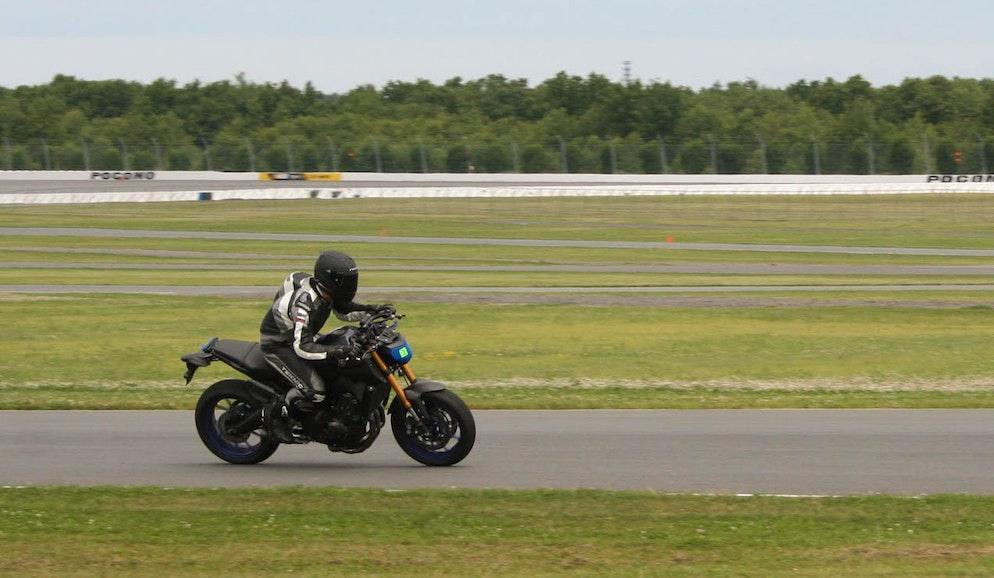 Yamaha FZ-09: Improving the suspension - RevZilla
