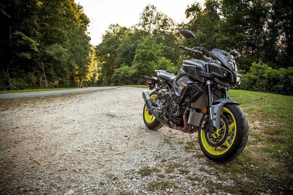 2017 Yamaha FZ-10 first ride review - RevZilla