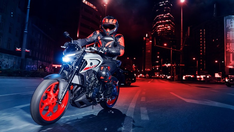 2020 Yamaha MT-03 riding at night